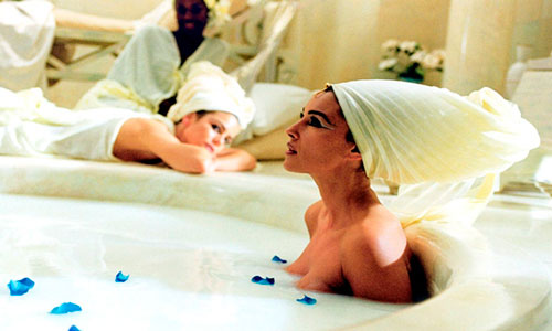 солевой скраб с сочетании с молочными ваннами Клеопатры